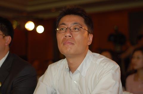 图文:搜狐世界杯战车进上海 王雨萌先生出席