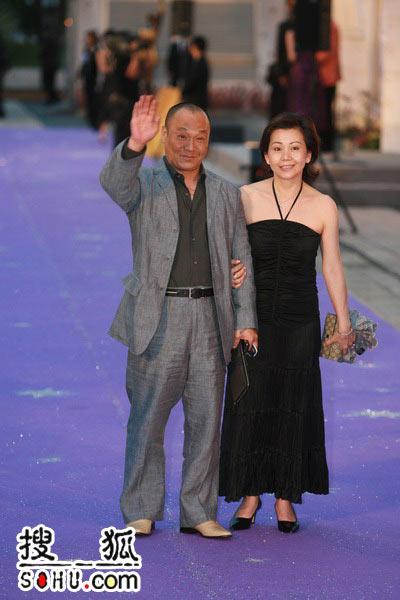 第25届香港金像奖:志雄携夫人走过星光大道