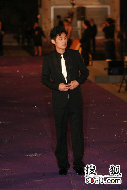 第25届香港金像:余文乐帅气亮相星光大道