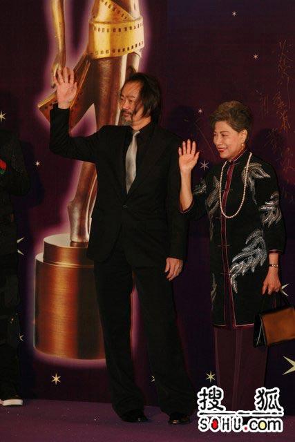第25届香港金像:元华罗兰携手亮相星光大道