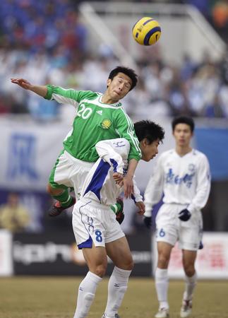 图文:北京1-1战平天津 李尧与蒿俊闵争顶