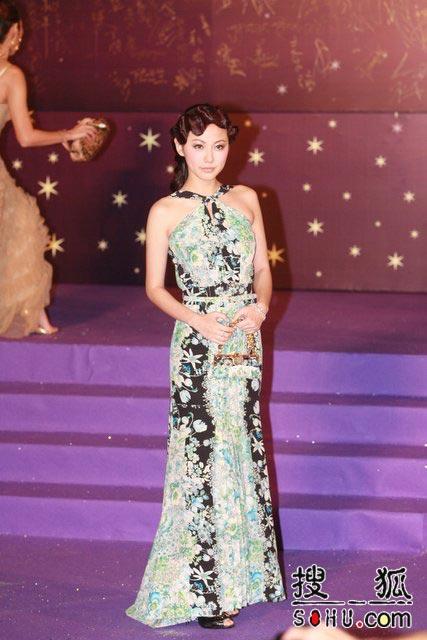 第25届香港金像奖:刘心悠碎花裙清爽亮相