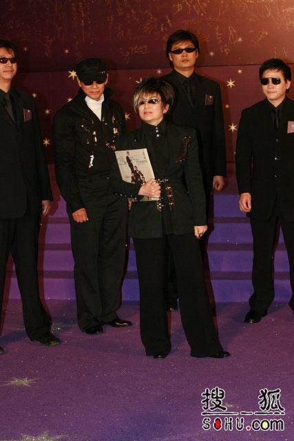 第25届香港金像奖:冯宝宝酷装出镜震慑全场