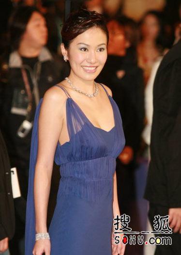 第25届香港金像奖:叶璇蓝色礼服秀香肩玉背