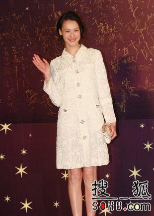 第25届香港金像奖:梁洛施一身素衣清纯出镜