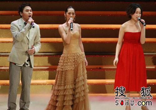 王菀之、黄凯芹、关淑怡合唱《凭着爱》