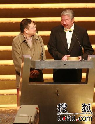 第25届香港金像奖:两位资深前辈上台开奖