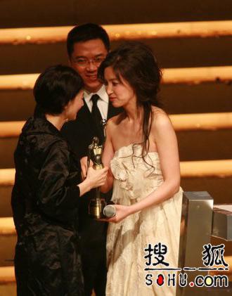 最佳女配角毛舜筠开心领到入行三十年第一奖