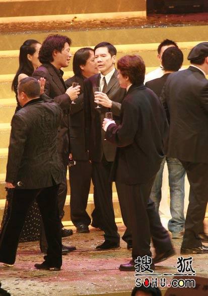 第25届香港金像奖:众星上台祝酒