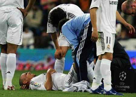 图文:皇马vs皇家社会 罗纳尔多受伤离场