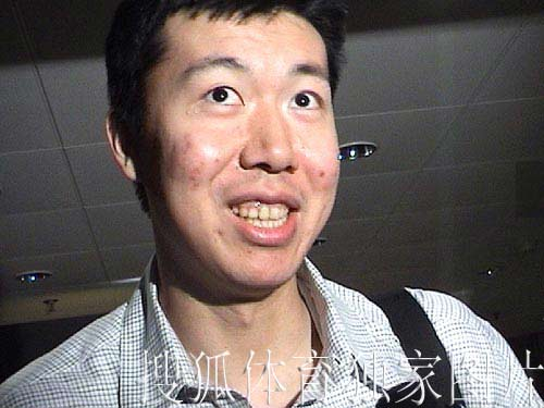 搜狐独家图片:大郅今天凌晨抵达北京