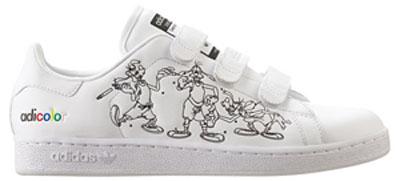 鞋上用素描的方式呈现了一个正在 每双鞋附带的一套adi