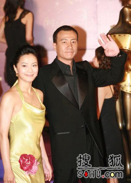 第25届香港金像:苏岩小女人般依偎胡军