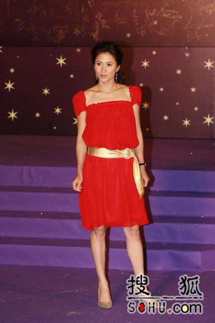 第25届香港金像:美女大摆pose秀美腿