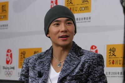 刘耕宏拥抱周杰伦作贺礼 坦言只喜欢可爱女生