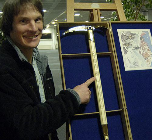 答案飘在风中--2005年度金冰镐奖记事