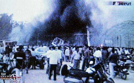 印度北部一交易所发生火灾 死亡人数升至100人