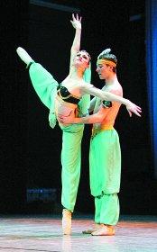 组图:天津大剧院舞乐悠扬 足尖起舞美妙芭蕾