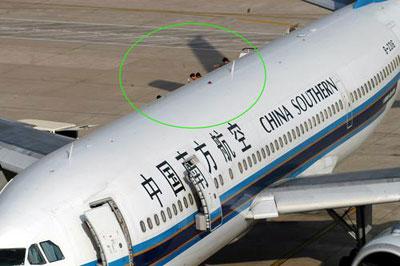 南航飞昆明航班一乘客满身是血死在卫生间(图)