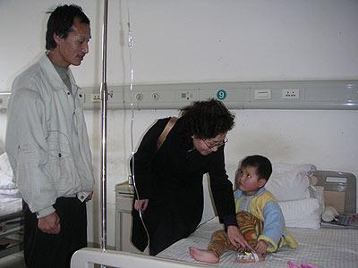 母女俩同事被查处身患重病 母亲放弃治疗救女儿