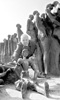 纪念纳粹集中营解放61周年(图)