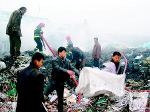 废旧物品回收站起火(图)
