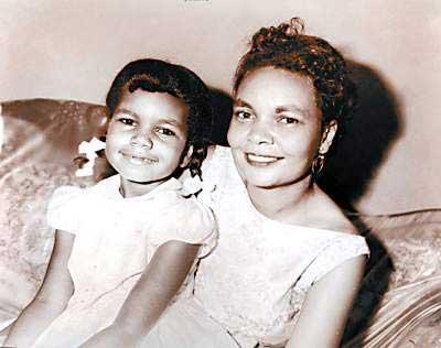 赖斯童年受尽种族歧视 因肤色与布什无绯闻(图)