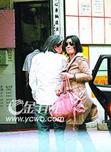 """吴君如41岁诞千金 陈可辛""""封嘴""""当爸爸(图)"""