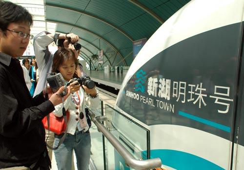 """一日体验上海""""速度""""""""长度""""和""""深度""""(图)"""