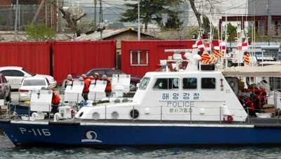 日本测量船前往争议海域作业 韩舰云集监视(图)