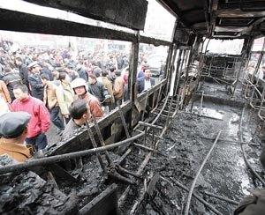 沈阳公交车当街燃烧爆炸 消防部门介入调查(图)