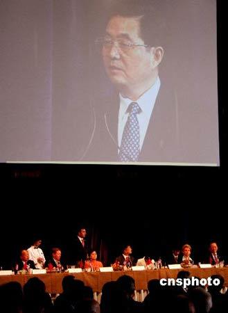 图:胡锦涛在西雅图午餐会上发表重要讲话