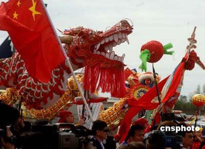 图:西雅图华人华侨舞龙舞狮欢送胡锦涛