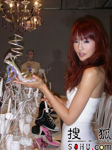 林嘉绮上海化身灰姑娘 自比林志玲要做工作狂