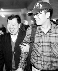 """两苏州籍同胞昨抵上海:""""不想再提以前的事"""""""