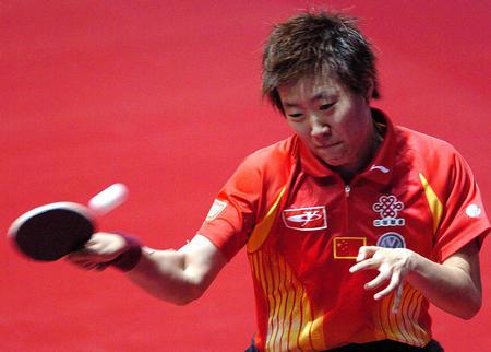 图文:世乒赛团体赛开赛 郭焱正手回球