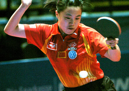 图文:世乒赛团体赛开赛 王楠在比赛中正手回球