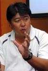 图文:徐弘出任力帆主帅 徐弘在新闻发布会上
