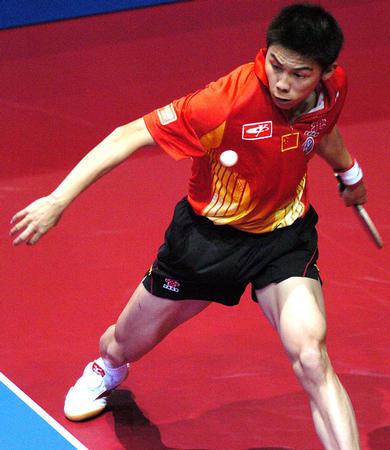 图文:中国3-0胜罗马尼亚 陈玘在比赛中回球
