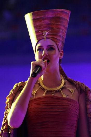 图文:48届世乒赛团体赛开幕式 歌唱家比华娜