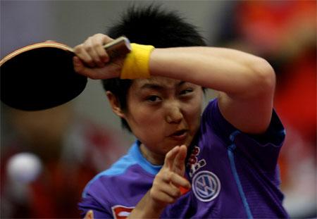 图文:中国3-0力擒塞黑 郭跃在赛场上英姿