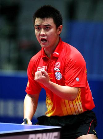 图文:世乒赛男团中国轻取荷兰 王皓握拳怒吼