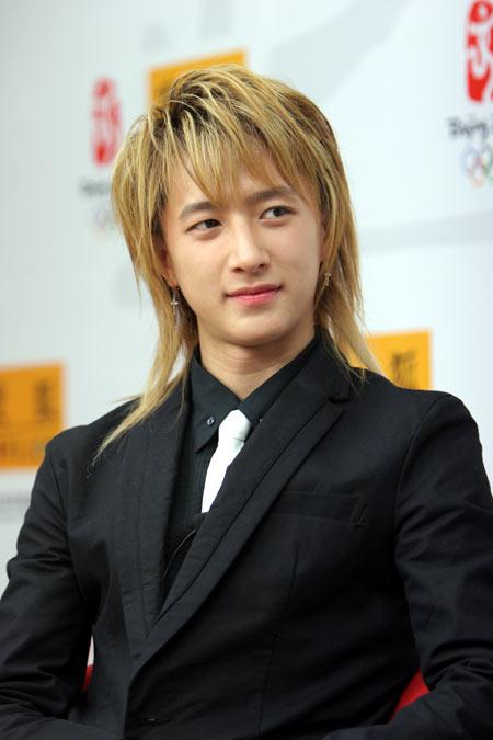 Super Junior中国成员韩庚搜狐大秀舞技(视频)