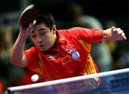 图文:中国男团3-0瑞典 王皓在比赛中