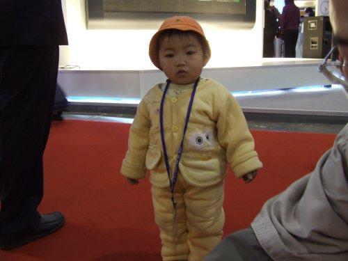 2006年P&E:一岁幼童逛展会体验数码生活(组图)