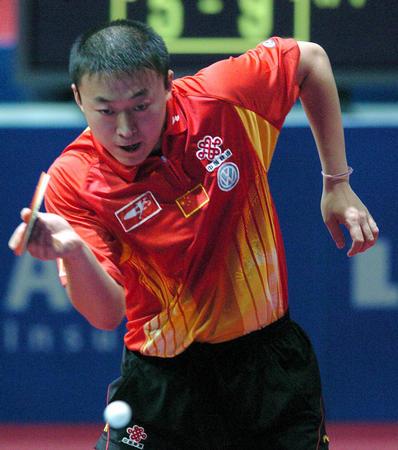 图文:世乒赛男队完胜瑞典 马琳战胜斯文森