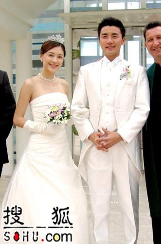 应采儿关岛秘密结婚 为节目献出第一次(组图)