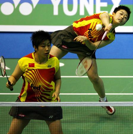 图文:汤尤杯中国女队告捷 于洋/杜婧在比赛中
