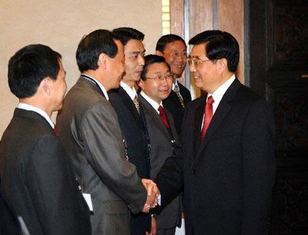 胡锦涛亲切会见中国援助摩洛哥医疗队队员