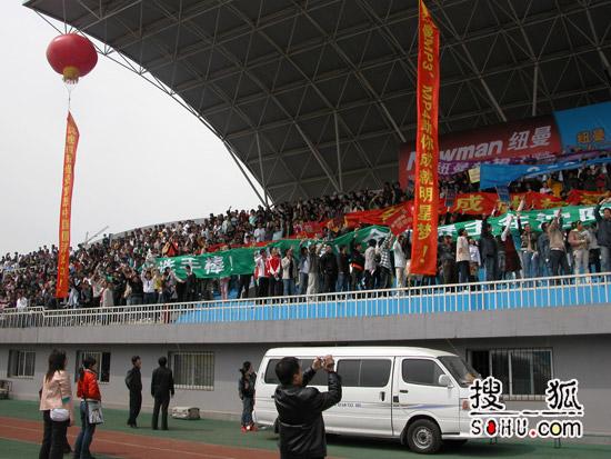 《梦想中国》沈阳海选 :8000人集结大场景